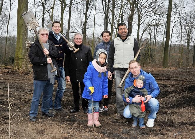 Foto Gerd Gleim, von links nach rechts: Dieter Fleskes (stellvertr. Vorsitzender der SPD-Ratsfraktion), Thomas Eiskirch, Manfred Molszich (Bezirksbürgermeister), Farat Toku (Trainer SG Wattenscheid 09), Serdar Yüksel (MdL)